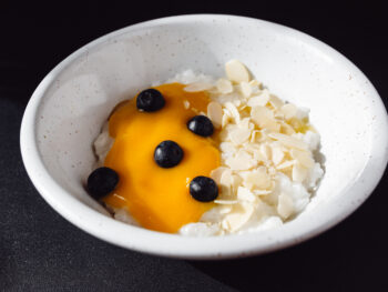 Каша рисовая на кокосовом молоке с манго